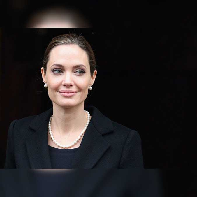 Angelina Jolie A Prominent Wearer Of Pearls
