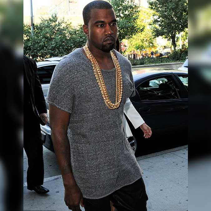 Kanye West Wearing 4 Thick And Long Gold Chains
