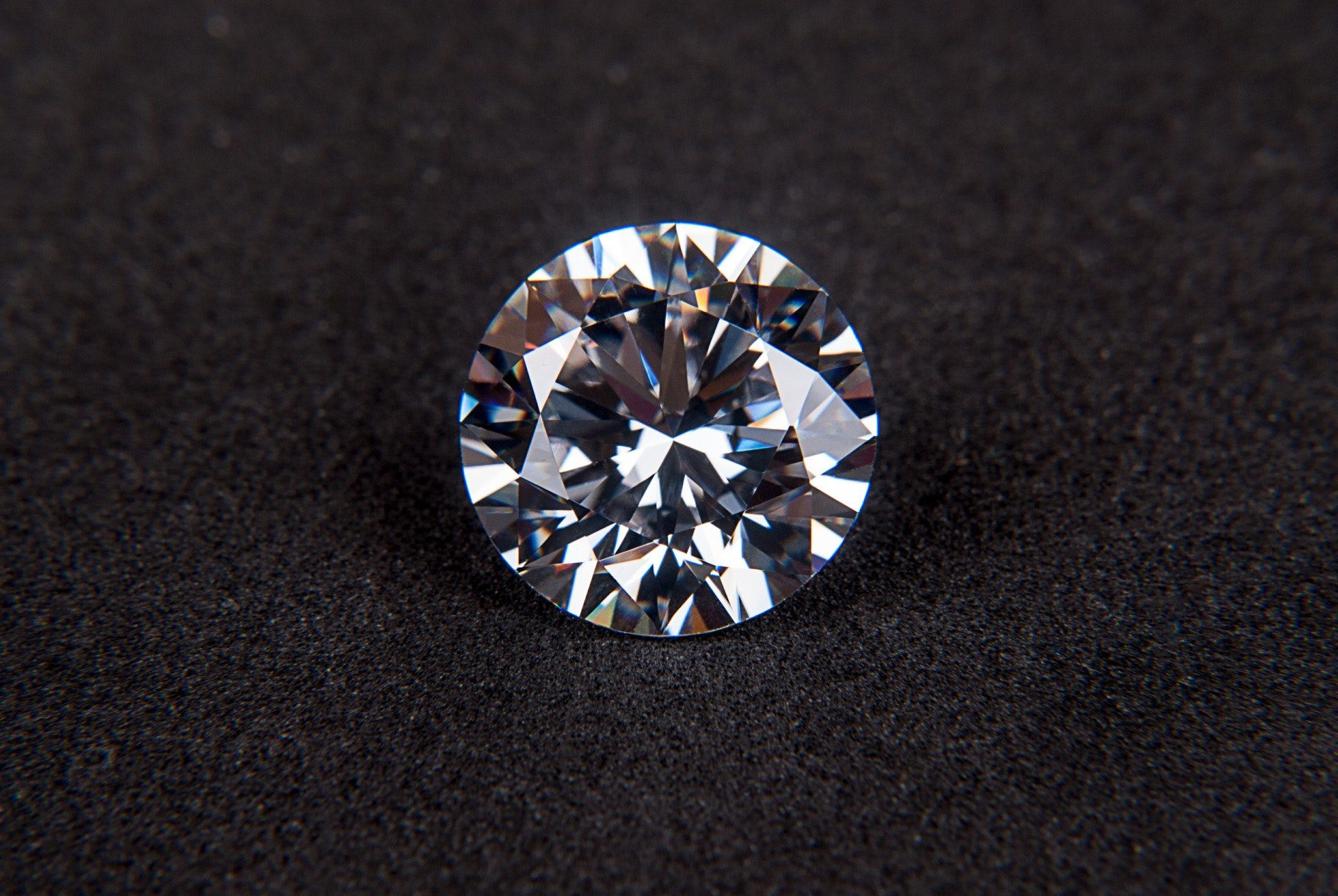 We Buy Diamonds, To Value It We Need To Know The Size, Color, Clarity, And Cut!